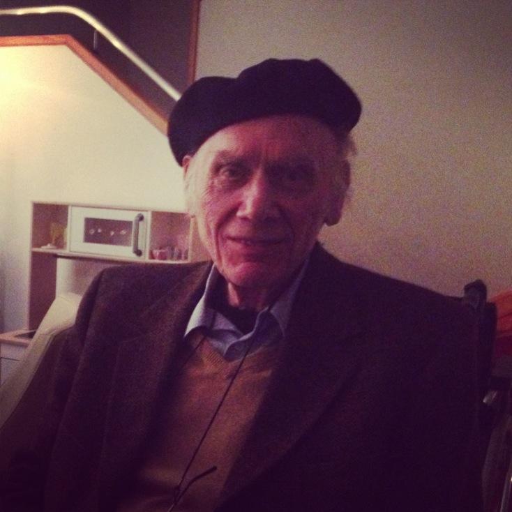 Opa mit seiner so typischen Baskenmütze